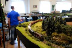 Velký Hektor mimořádně v čele Pn vlaku spojující skryté stanice Bítovany a Hrochův Týnec projíždí traťový úsek mezi Chrudimí  a Hrochovým Týncem.
