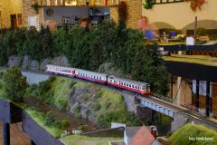 Na jeden obrat motorových osobních vlaků byla nasazena souprava motorového vozu 853 a dvou přípojných vozů.