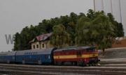 749 102-0 s osobním vlakem ve stanice Kaplice.