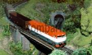 Mráča 751 004-3 se šoupákem opouští stanici Kaplice směrem ke koncovému nádraží.
