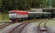 Bardota 751 004-3 vjíždí se sopupravou historických vozů do Kaplice.