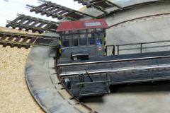 upravená točna Roco vsazená do rámu v kolejišti