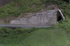 Už snad realisticky vypadající betonová zeď.