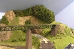 Nově osázen les na kopci u mostů. Přijdou ještě drobné keříky a nálet.