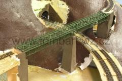 Na konci mostu je trochu vidět zakřivení trati. Je tam patrná i úprava mostu.