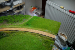 Ještě jsem trochu doupravil trávu u cesty vedle lesa. Další vrstva použito MN004-021 (ta tmavší nudle mezi cestou a loukou)