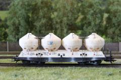 Pro přepravu vápence slouží vozy Raj od fa.Bramos.